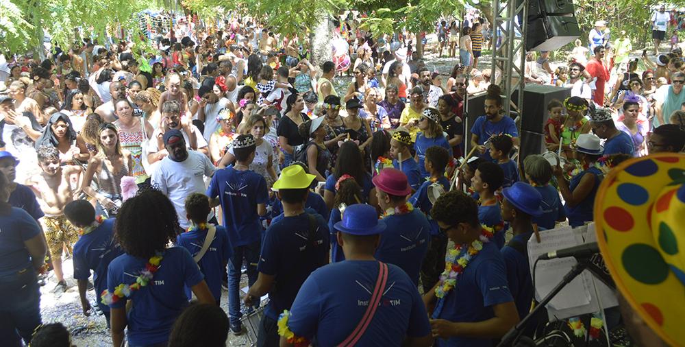 Bateria do Instituto TIM no pré-Carnaval do Rio